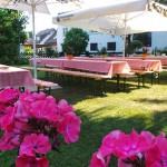Grillen - Garten mit Blume